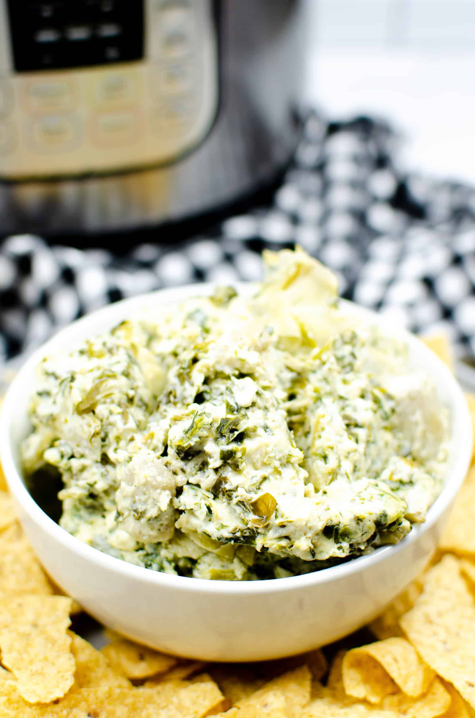 olive garden spinach artichoke dip in white bowl with chips