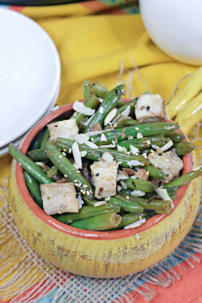 green beans with chicken in bowl