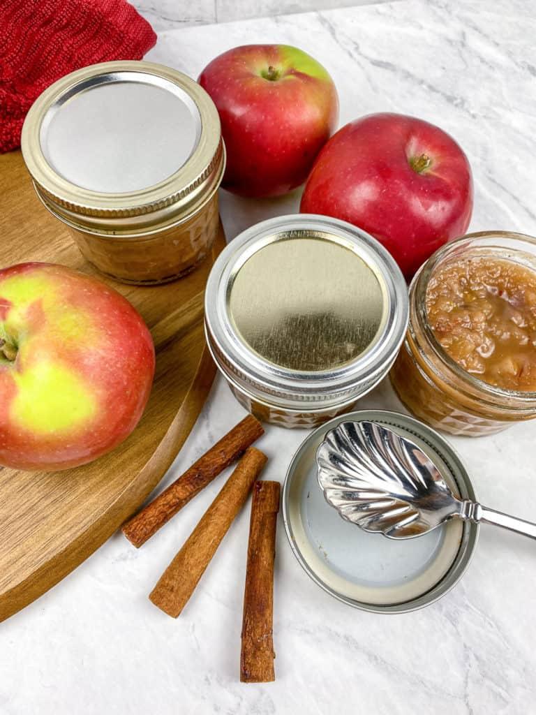 apple chutney in jars