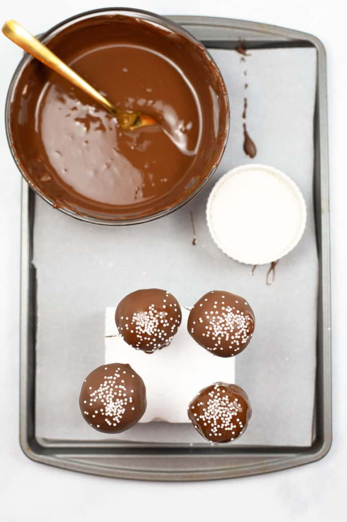 dipped cake pops in chocolate